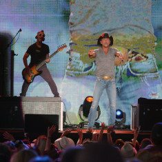Tim McGraw has Tahoe fans everywhere he points.