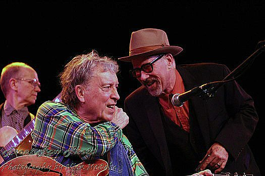 Mark Hummel and Elvin Bishop's tete-a-tete in Tahoe onstage. Nick McCabe / Front Row Photo