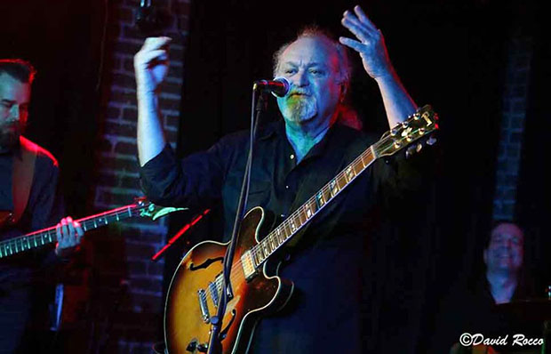 Tinsley Ellis plays