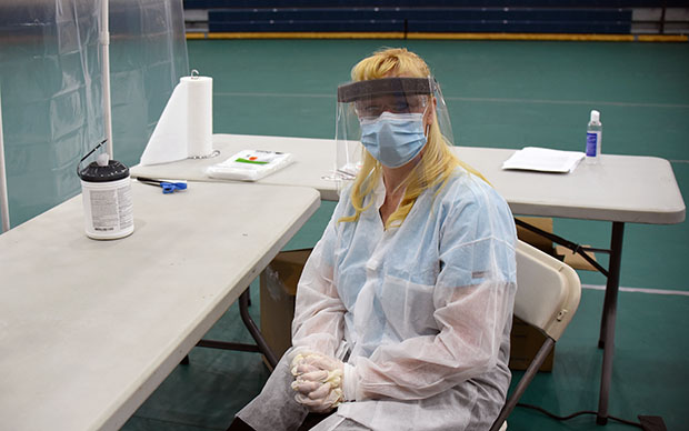 Registered Medical Assistant Michelle Asher conducted Covid-19 tests on Tuesday at Lake Tahoe Community College. Tim Parsons / Tahoe Onstage